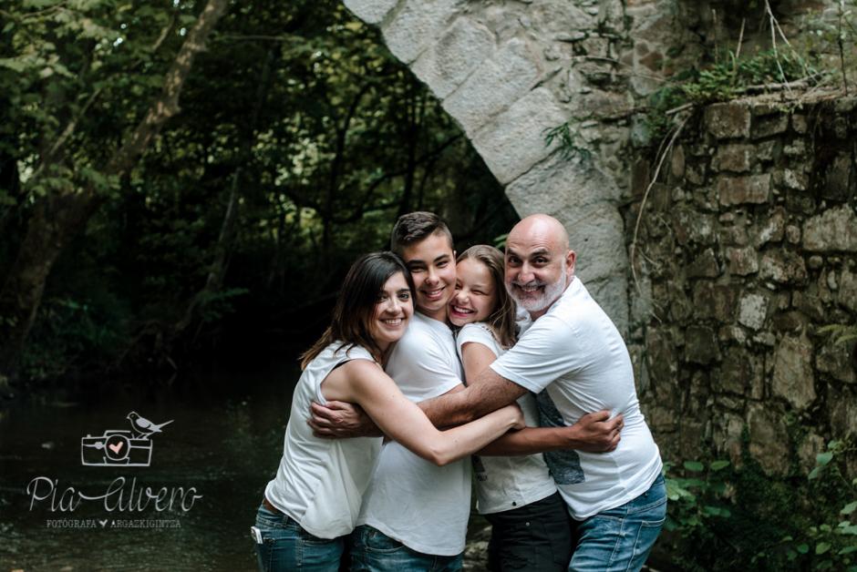 Pia Alvero fotografa en Bilbao de familias y adolescentes.-150