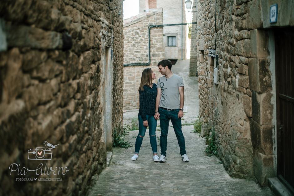 Pia Alvero fotografia preboda en Uxue, Navarra. Fotografa boda Navarra-55